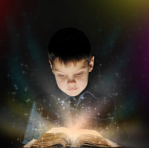 niño leyendo luz Cómo hacer que los niños y niñas entiendan lo que leen